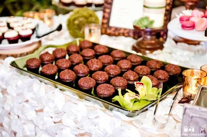 ladolceidea-san-diego-safari-wedding-dessert-table_6