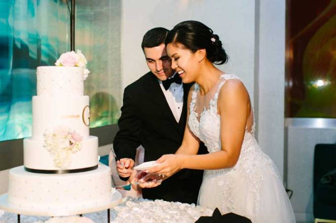 46-patricia-ivan-wedding-reception-bride-groom-cake-cutting